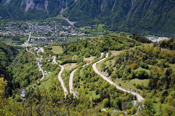 La route menant à l'Alpes d'Huez.