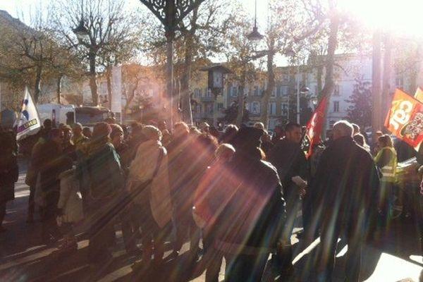 A Foix, une centaine de personnes a pris le départ de la manifestation ce jeudi matin.