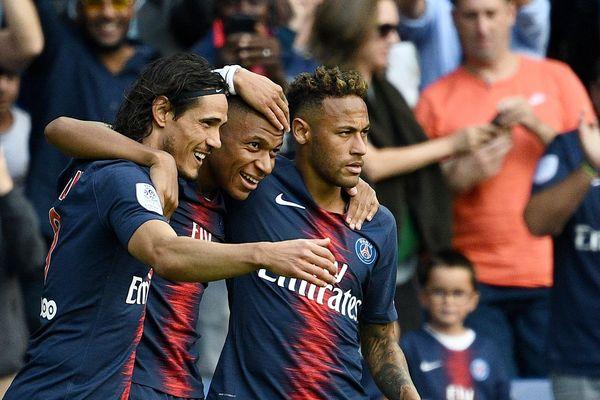 L'attaque parisienne au début de la saison 2018-2019 du PSG : Edinson Cavani, Kylian Mbappé et Neymar.