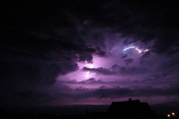 Eclair de l'orage magnétique, Basse-Normandie (environs de Caen), le 3 octobre 2013