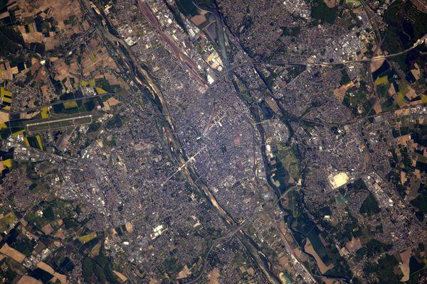 La ville de Tours depuis l'espace, avril 2017