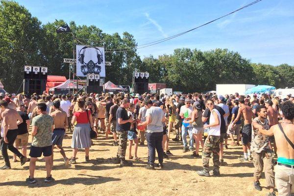 La rave party à Saint-Parize-le-Châtel a rassemblé plusieurs milliers de participants.