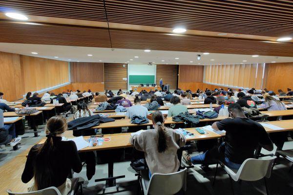 Partiels en présentiel à la faculté de droit et d'économie à Limoges
