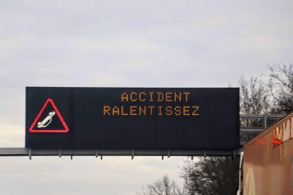 Image d'illustration d'alerte accident sur une autoroute, comme sur l'A26 dans la nuit ce jeudi 29 juillet entre Calais et Reims qui a fait un mort.