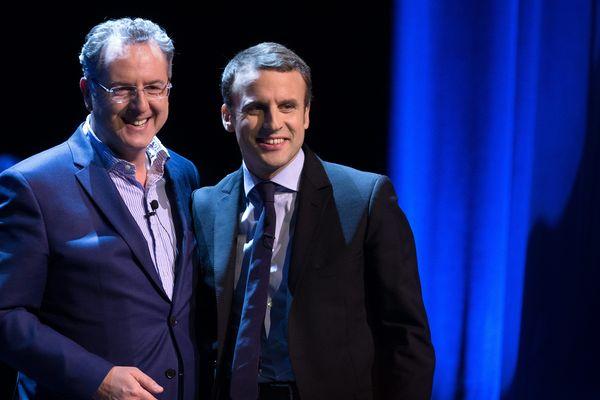 Richard Ferrand et Emmanuel Macron lors d'un meeting au théâtre Bobino en février dernier.