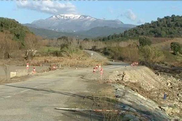 29/12/14 - La RD43, un mois après les intempéries qui ont frappé la région d'Antisanti