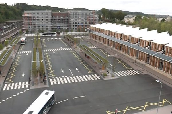 A Versailles-Chantiers, la plateforme multimodale et les bureaux alentours ont été entièrement rénovés.