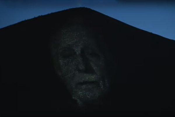 Projection en plein air pour se rappeler les histoires du bassin minier à Loos-en-Gohelle