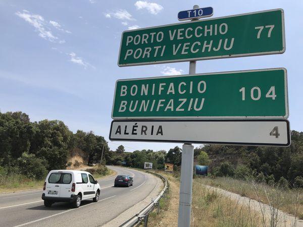 En partant de ce panneau, en théorie, vous ne pouvez aller jusqu'à Bonifacio. Mais la distance à vol d'oiseau vous y autorise.