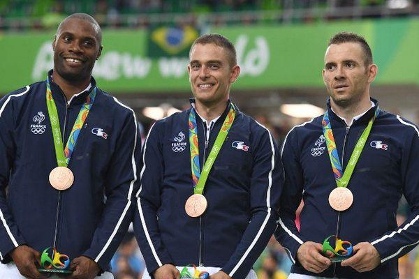 Grégory Baugé, Michael D'Almeida et François Pervis sur la troisième marche du podium à Rio.