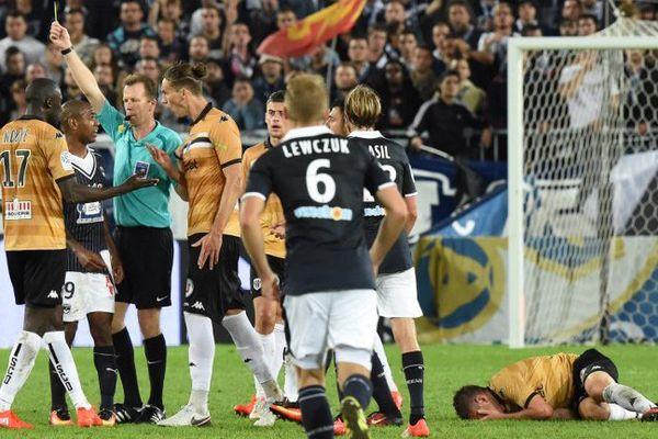 Rolan exclu pour un tacle dangereux sur Capelle (84) lors du match Bordeaux-Angers le 17 /09/16.
