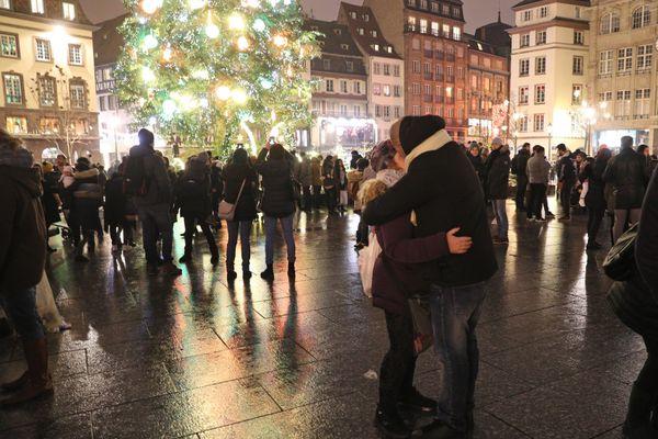 Les embrassades sous le pied du grand sapin de Strasbourg pour la nouvelle année n'auront évidemment pas lieu cette année même si les services publics craignent une certaine désobéissance le soir du réveillon et les jours précédents