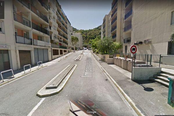 L'impasse des Liserons à l'Est de Nice : des coups de feu échangés ce jeudi, un blessé à l'arme blanche.