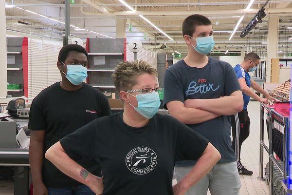 Les salariés à pied d'oeuvre pour la réouverture de leur magasin le 9 juin prochain © F.Petit