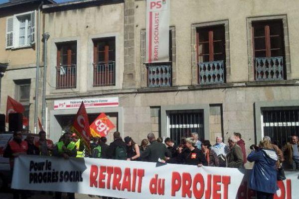 Boulevard de la Corderie à Limoges, devant la Fédération du Parti Socialiste de la Haute-Vienne