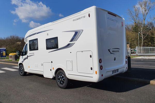 Le camping-car dans lequel Sylvie Bourhis a installé son bureau mobile.