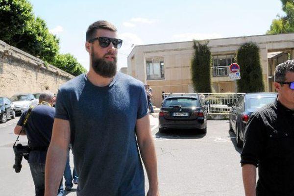 Arrivée de Luka Karabatic le premier jour du procès des paris suspects du MAHB à Montpellier le 15 juin 2015.