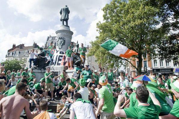 Des centaines de supporters irlandais se sont retrouvés durant trois jours place Phillipe Lebon à Lille.