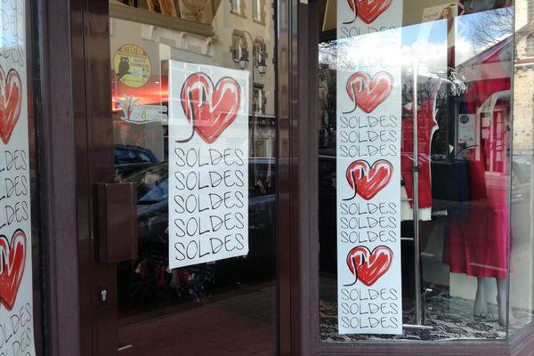 L'arrêté préfectoral autorisant l'ouverture des commerces du Puy-de-Dôme les dimanches lors de la période des soldes a été une nouvelle fois retoqué par le Tribunal administratif de Clermont-Ferrand ce samedi 24 janvier. (Photo d'archives)