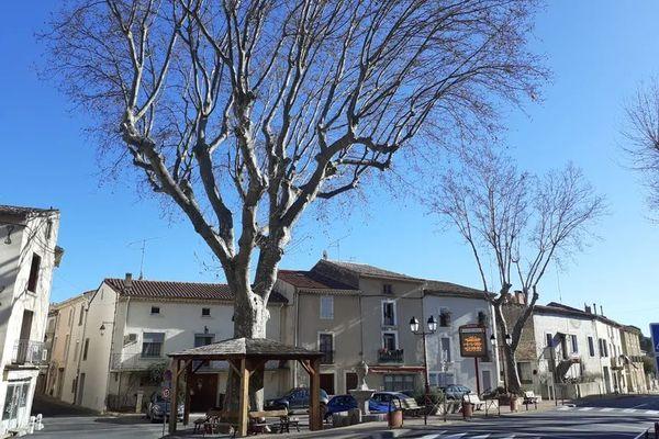 Gabian (Hérault) - la place du village - janvier 2021.