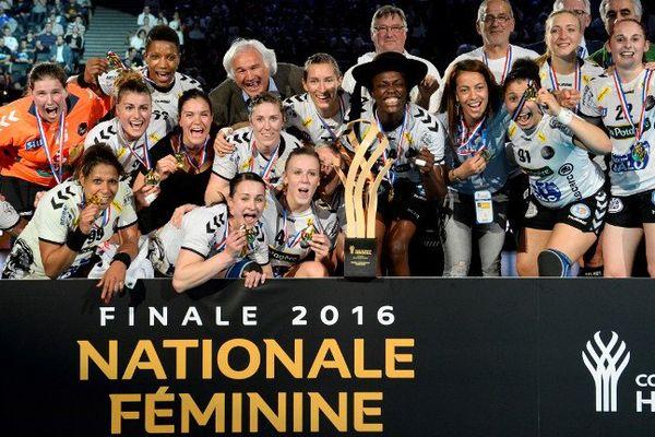 La joie des joueuses du Brest Bretagne Handball qui remportent cette coupe de France face à Toulon