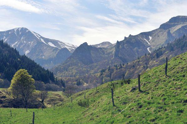Dans le Puy-de-Dôme, la réserve naturelle de la vallée de Chaudefour est un lieu idéal pour la randonnée.