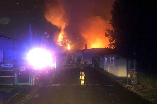 Plusieurs témoins alentours ont témoigné de l'ampleur du sinistre en décrivant des flammes très impressionnantes
