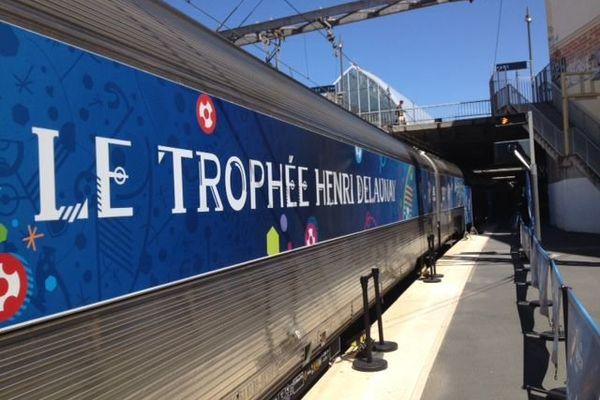 Le trophée Henri Delaunay du futur vainqueur de l'Euro 2016 en gare de Montpellier - 16 mai 2016