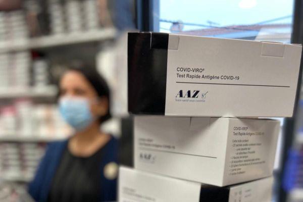 Cette pharmacie toulousaine a commandé 500 tests antigéniques pour faire face à la demande avant Noël