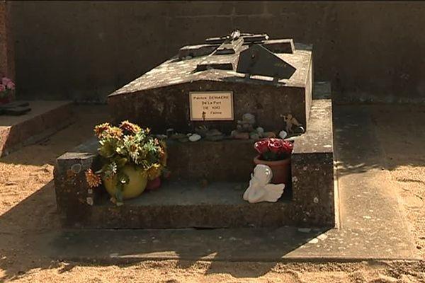 La tombe de Patrick Dewaere au cimetière de Saint-Lambert-du-Lattay
