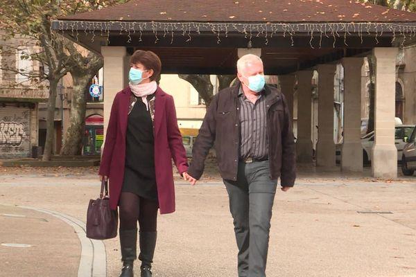 A Aubenas (Ardèche) le port du masque es loin de faire l'unanimité lundi 26 octobre, alors que l'épidémie ne cesse de gagner du terrain.