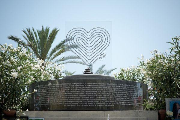 Le Mémorial provisoire dédié aux victimes de l'attentat de Nice est toujours en place dans les jardins de la Villa Masséna.