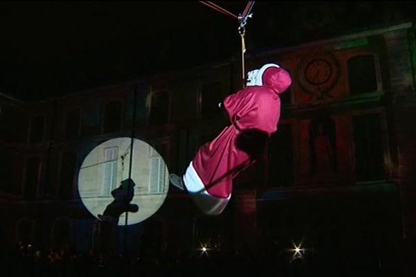 La traditionnelle descente du Père Noël à Dijon