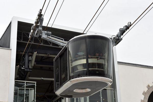 Un téléphérique doit relier les communes de l'ouest lyonnais au quartier de Gerland à Lyon fin 2025, avec l'ambition de transporter plus de 20 000 voyageurs par jour.