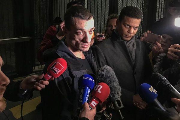 Pyotr Pavlenski et son avocat Yassine Bouzrou le 18 février 2020.