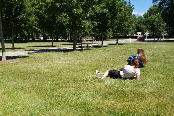 Dans tous les parcs, comme ici à la Pépinière de Nancy, il faut respecter les distances et éviter les regroupements de plus de 10 personnes.