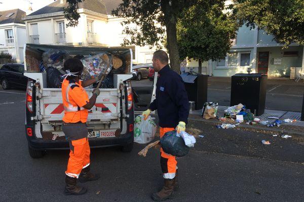 Consciencieux, les agents propreté de la Ville ont ramassé tous les déchets éparpillés par les goëlands