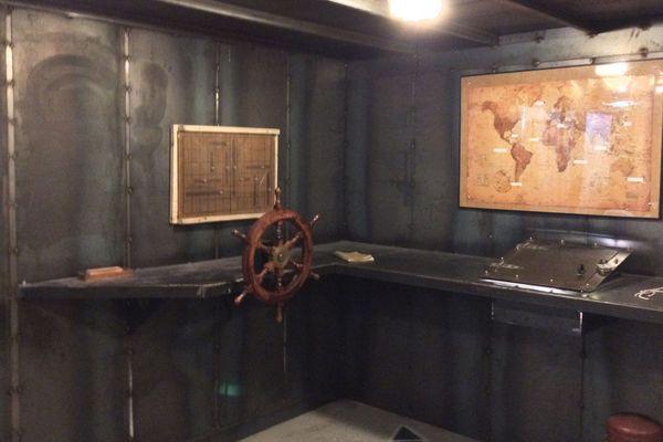 Le décor est conforme au scénario du jeu ; ici, l'intérieur du Nautilus.