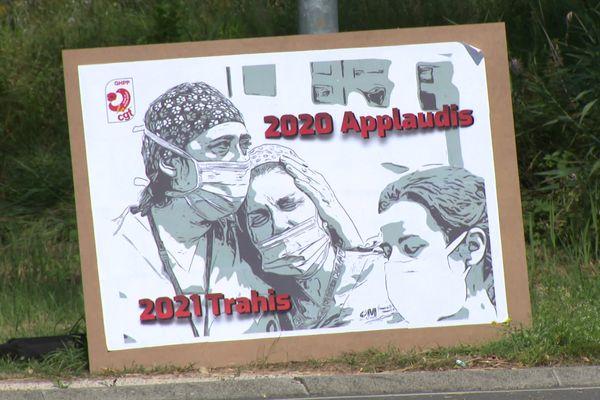 Après avoir été applaudis durant le premier confinement au printemps 2020, certains personnels hospitaliers de du GHPP dans la Drôme, se sentent trahis en 2021 avec l'obligation vaccinale.