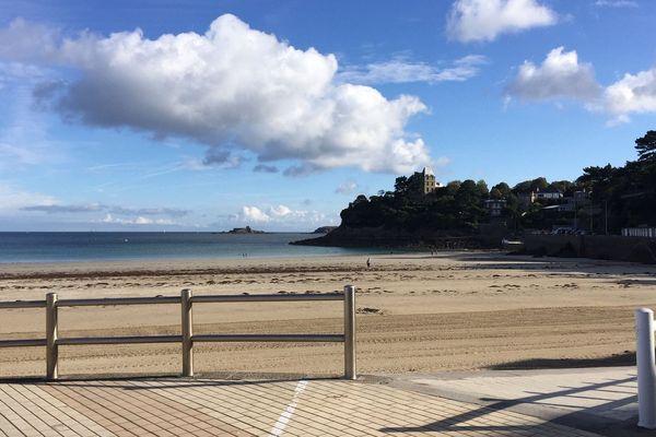 Petits nuages sur la plage à Saint-Quay-Portrieux (22)