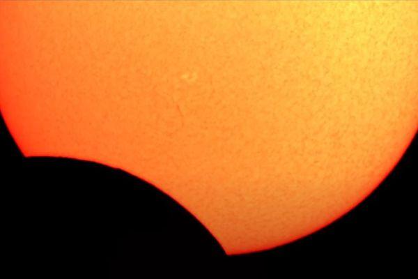 Eclipse partielle vue depuis l'observatoire privé d'un passionné en Isère