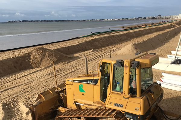 La Ville de La Baule a lancé de grands travaux destinés à limiter l'érosion de la plage. Le procédé se nomme Ecoplage, il est détenu par une entreprise nantaise