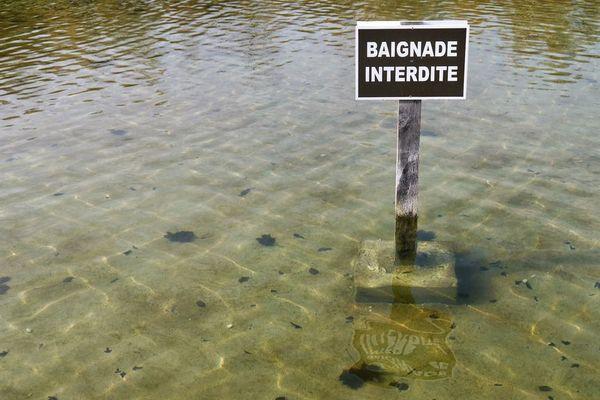 ILLUSTRATION - Baignade interdite.