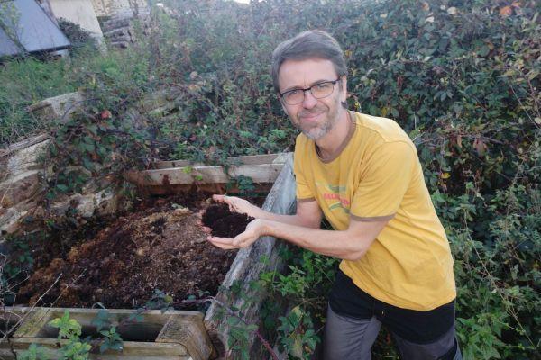 Pour Didier Flipo, le compostage est une alternative au brûlage des déchets verts.