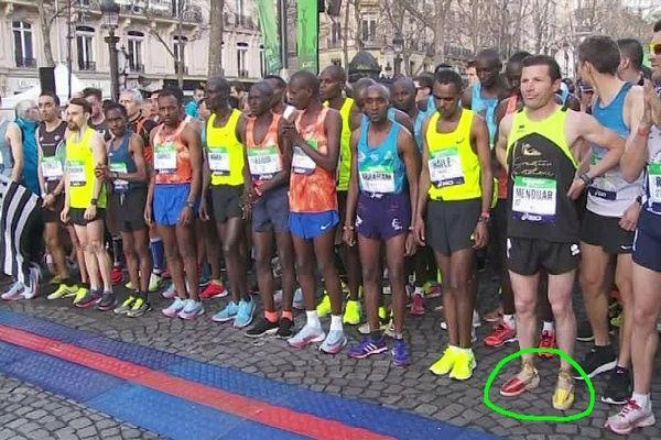 Un Catalan espadrilles aux pieds au départ du Marathon de Paris