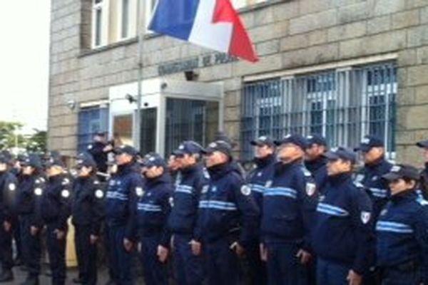 Au commissariat de La Baule ce matin à 11h, les policiers ont observé une minute de silence en hommage aux leurs tués dans l'attentat contre Charlie Hebdo