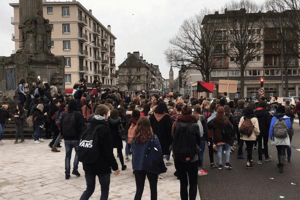 25 janvier 2018 : départ de la manifestation des lycéens sur la rive gauche de Rouen.