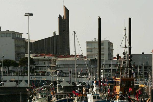 Le port et la cathédrale de Royan