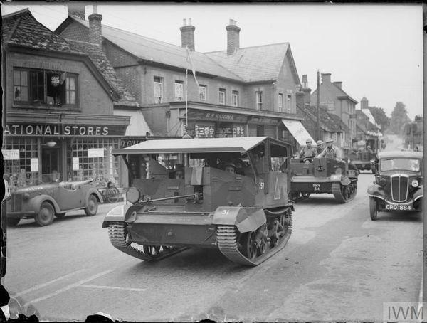 Des Universal et Bren Gun carriers à Dorking, dans le Surrey, le 23 juillet 1940.