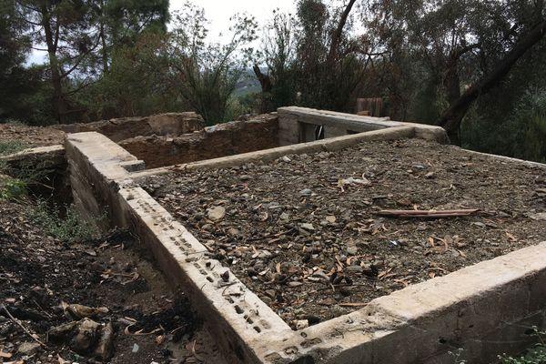 Sa maison a été entièrement détruite dans les incendies qui ont ravagé la Costa Verde en Janvier 2018.